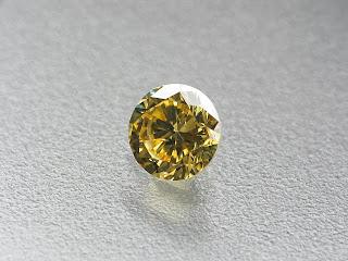 ファンシーヴィヴィッドイエロー ダイヤモンド