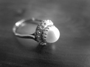 アコヤ真珠 無色石取り巻き 千本透かし 二段透かし 陽刻K14WG リング