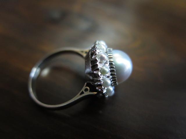 グレー系真珠にベビーパール取巻き 表千本透かし P.m リング