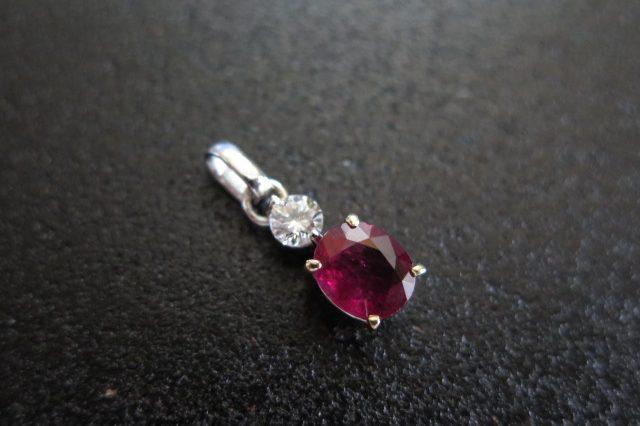 ルビー1.223 と ダイヤモンド0.185 の ペンダント Pt900 K18 /9040