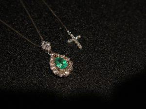 ペアシェイプカット エメラルド ダイヤモンド取巻 ペンダント ネックレス スライド~44.5㎝ 中古 /9232