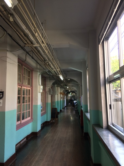 大名小学校 廊下 内装